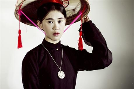 Trang phục của người phụ nữ Việt xưa. Phụ nữ Việt nhuộm răng để làm đẹp