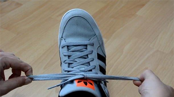 mẹo vặt, tuyệt chiêu, dạy trẻ, buộc dây giày