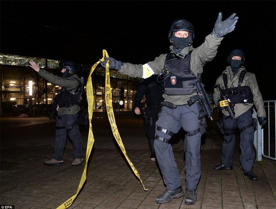 Khủng bố, bom, Đức, Hà Lan, giao hữu, Hanover