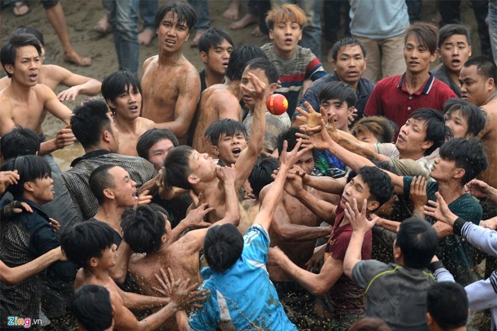 Ẩu đả trong lễ hội cướp phết lấy may