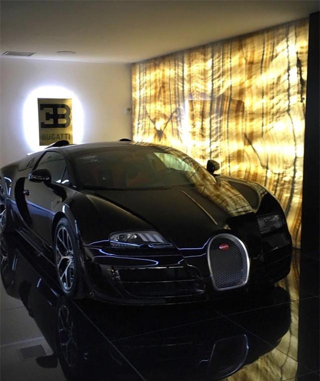 Chiếc siêu xe Bugatti Veyron của Ronaldo khá đặc biệt.