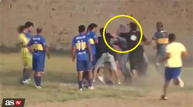 Trọng tài, cảnh sát nhận mưa đòn vì quả penalty oan nghiệt phút cuối - Ảnh 4.