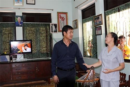 ĐT Việt Nam: Hàng trăm em nhỏ chờ xin chữ ký Công Vinh - 6