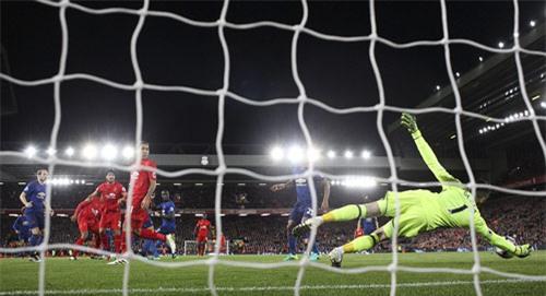"""Liverpool - MU & những pha bóng """"nóng hừng hực"""" - 11"""