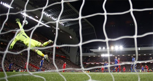 """Liverpool - MU & những pha bóng """"nóng hừng hực"""" - 12"""