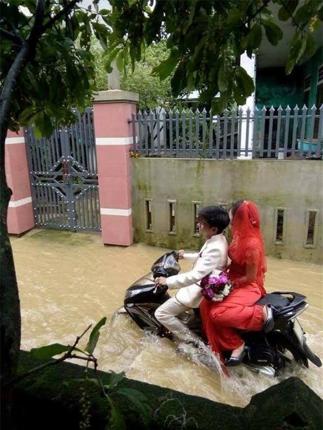 clip đám cưới mưa lũ, đám cưới mưa lũ ở Quảng Bình, đám cưới trong ngày lũ