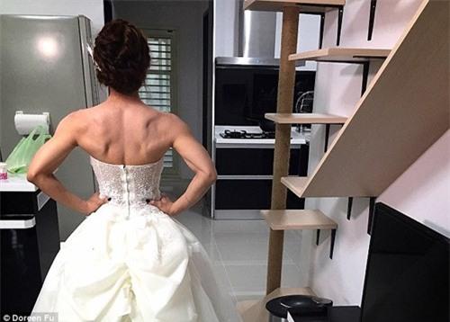 Cô dâu mặc váy cưới đu xà khoe cơ bắp cuồn cuộn ảnh 7
