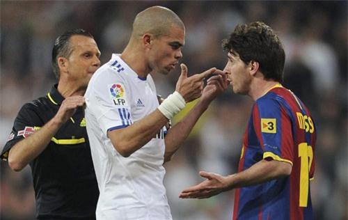 Khi Messi nổi nóng: Chửi bới, nắm cổ và đấm nguội - 1