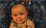 Bé 10 tháng tuổi biểu cảm kỳ lạ khi nghe mẹ hát