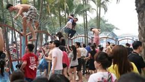 Công viên nước Hồ Tây phản hồi vụ du khách vượt rào