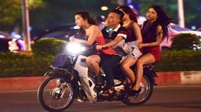 141 Hà Nội bắt hàng loạt quái xế kẹp 3