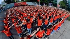"""""""Những trái tim VN"""": clip tuyệt đẹp và ý nghĩa của DHS Việt khắp 5 châu"""