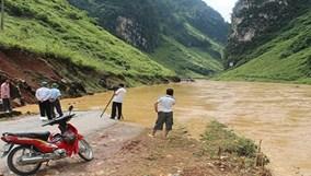 Mưa lũ, dông lốc gây thiệt hại tại nhiều địa phương