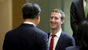 """Gặp chủ tịch Tập Cận Bình, ông chủ Facebook bị """"ném đá"""""""