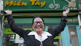 Chủ nhà hàng người Việt ở Anh làm từ thiện hơn 250.000 bảng Anh