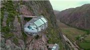 Khách sạn con nhộng cheo leo trên vách núi