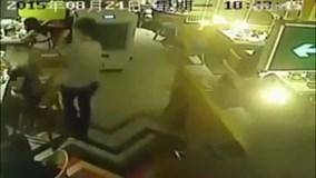 Nữ khách bị nhân viên đổ nước lẩu sôi lên đầu