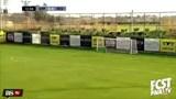 Choáng: Tiền vệ ghi bàn từ khoảng cách 60m