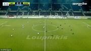 Hy hữu: 22 cầu thủ ngồi xuống sân không thi đấu