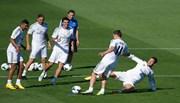 """Ronaldo và HLV Zidane bị đồng đội """"hầm"""" đá ma"""