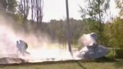 'Đĩa bay ngoài hành tinh' bốc cháy bên vệ đường gây xôn xao