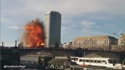 Xe bus nổ tung khiến người dân London kinh hãi