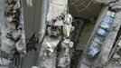 Đài Loan phát hiện cột chung cư bị sập chứa nhiều can dầu ăn