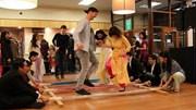 Tây nhảy sạp, mặc áo dài đón Tết với người Việt