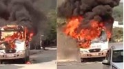 Xe 29 chỗ đang đậu bất ngờ bốc cháy dữ dội