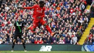 Liverpool bùng nổ, vùi dập Stoke City