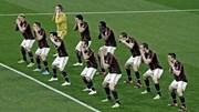 Lạ lẫm màn nhảy Haka của toàn đội AC Milan
