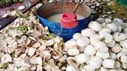 Kiểm tra hàng loạt cơ sở bán dừa tươi nghi ngâm chất tẩy trắng
