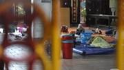 Trung Quốc: Nhiều người nghèo vật vạ chọn vỉa hè làm chỗ qua đêm