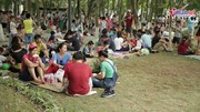 Bất chấp nắng nóng, người người đổ về EcoPark