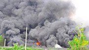 """Cháy nổ lớn, cột khói bốc cao như """"vòi rồng"""""""
