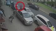 Nhà báo ghi hình tai nạn bị kẻ lạ mặt dùng súng tấn công