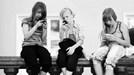 Trẻ em Mỹ nghiện điện thoại cỡ nào?