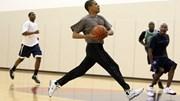 Xem Tổng thống Obama trổ tài chơi bóng rổ