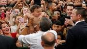 Tổng thống Obama trổ tài dỗ trẻ khi ở Nhật