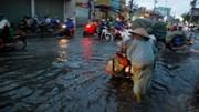 TP HCM: Đường ngập sau cơn mưa kéo dài nửa tiếng