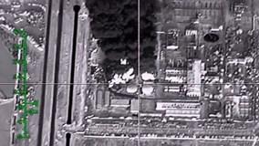 Máy bay Nga đánh sập nhà máy lọc dầu của IS
