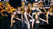 Ngọc Trinh nhảy múa sexy trên sân khấu Đêm hội chân dài 10