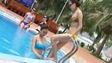 Thí sinh Hoa hậu Việt Nam 2016 khoe hình thể ở bể bơi