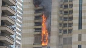 Tòa nhà chọc trời 75 tầng ở Dubai chìm trong biển lửa