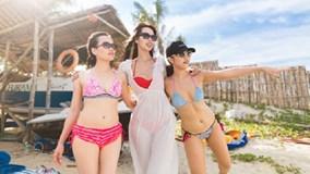 Hà Anh diện bikini, nô đùa trên bãi biển trước lễ cưới