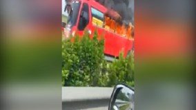 Xe khách bốc cháy dữ dội trên cao tốc Pháp Vân - Cầu Giẽ