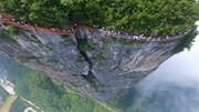 Lối đi đáy kính cao 1.400 m bên rìa núi đá