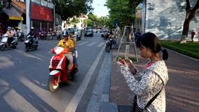 Hà Nội: Cảnh sát giao thông 'săn' game thủ bắt Pokemon