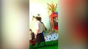 Xôn xao clip PGĐ Sở Văn hóa choàng tay qua bụng nữ nhân viên