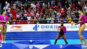 Nữ VĐV Mỹ phát hoảng trên bục nhận HCV Olympic